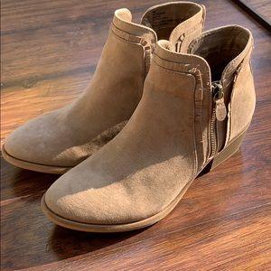 Mia size 8 bootie